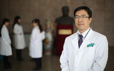 陈蔚:角膜移植手术成功率很高 但捐献材料十分紧缺